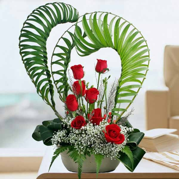 Ikebana red roses heart arrangement